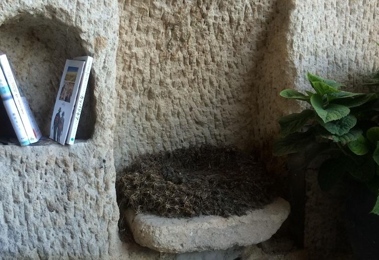 薩托珂屋酒店, 內夫瑟希爾, 入口