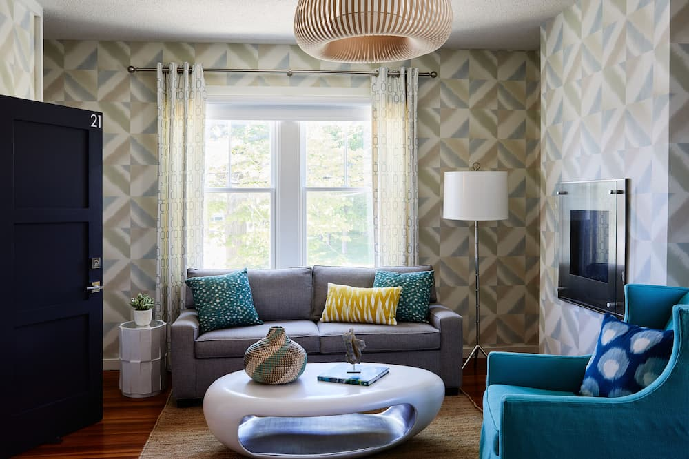 King Suite (Free curated small plates breakfast included) - Living Room