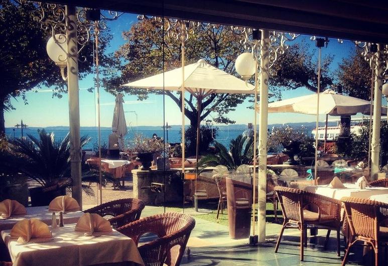 La Vittoria Boutique Hotel, Garda, Restaurante al aire libre