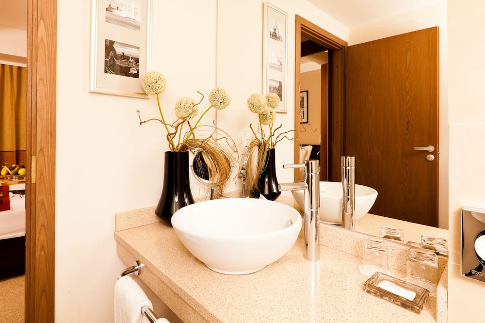 Suite, 2 Bedrooms, Non Smoking, Kitchen - Bathroom