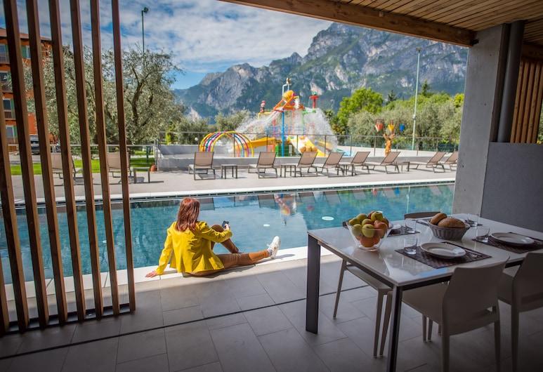 Residence Filanda, Riva del Garda, Luxury-Villa, 2Schlafzimmer, 2 Bäder, Poolseite, Terrasse/Patio