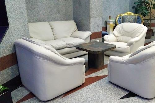 皇家皇冠套房酒店/