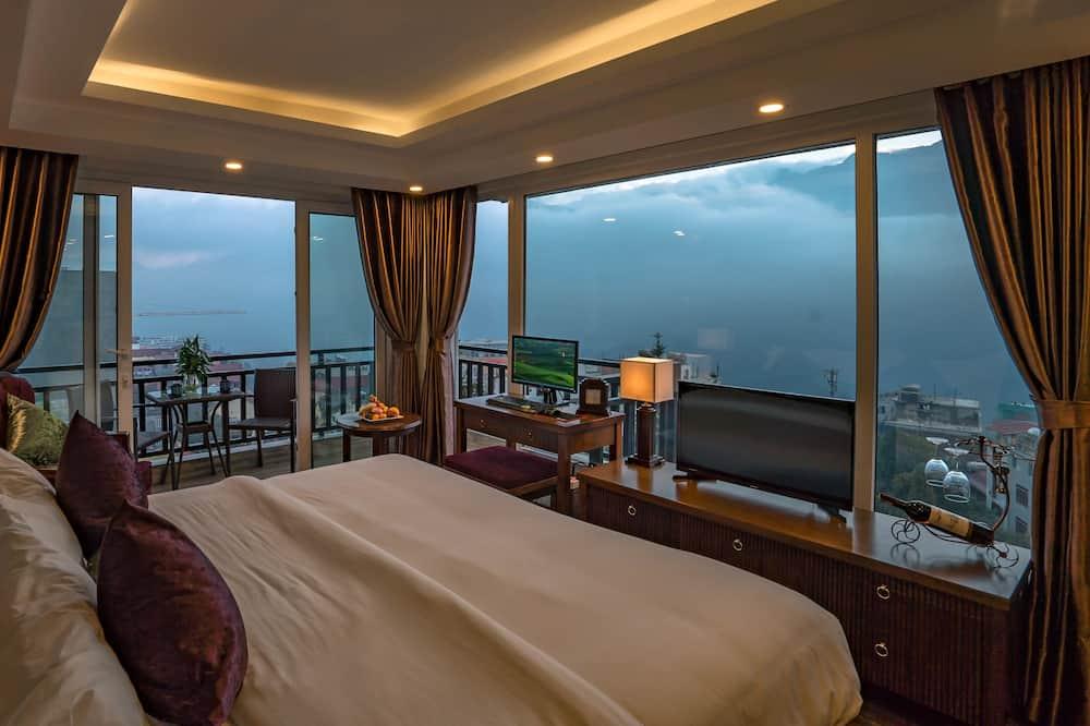 Kambarys su vitrininiais langais, balkonas, vaizdas į kalnus ( room with  2 balconies ) - Vaizdas iš svečių kambario