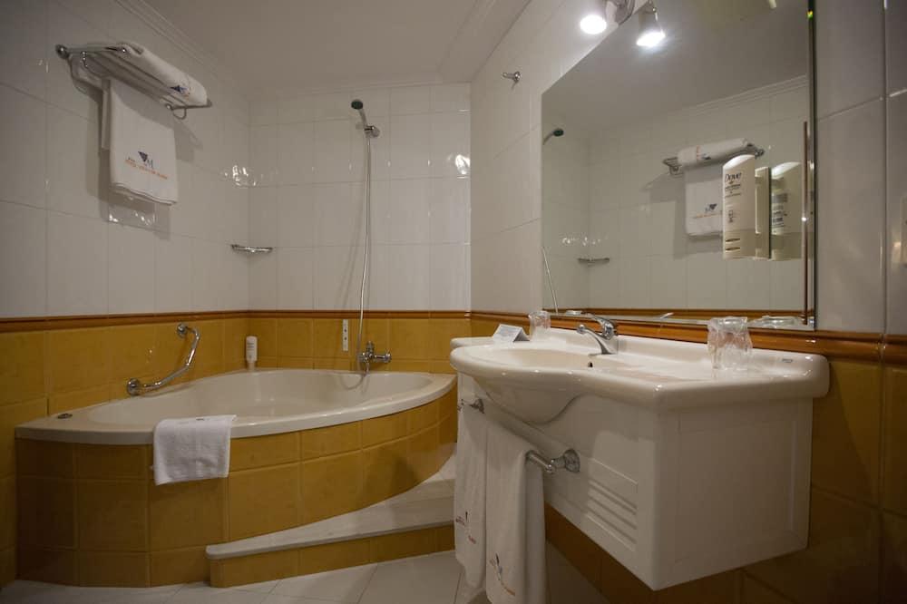 Superior-Doppelzimmer, eigenes Bad - Badezimmer