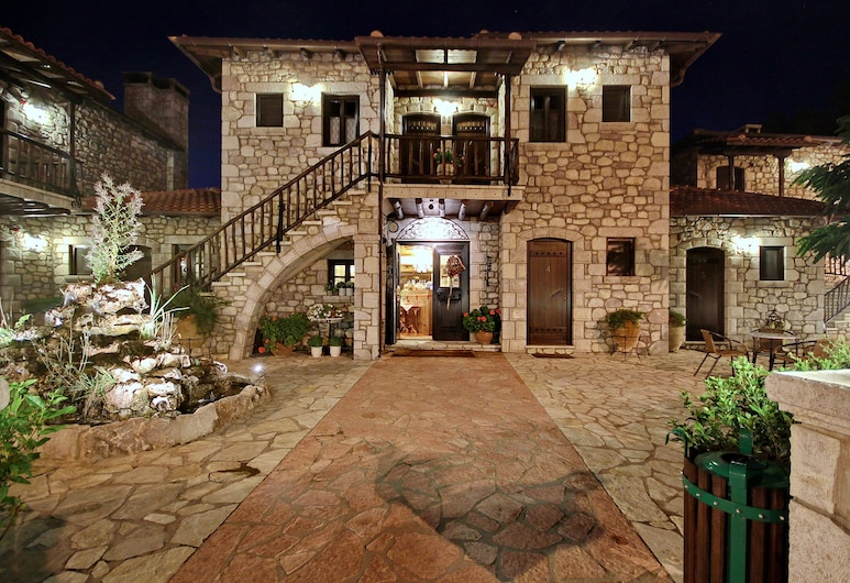 En Dimitsani Guest House, Gortynia, Hotel Front