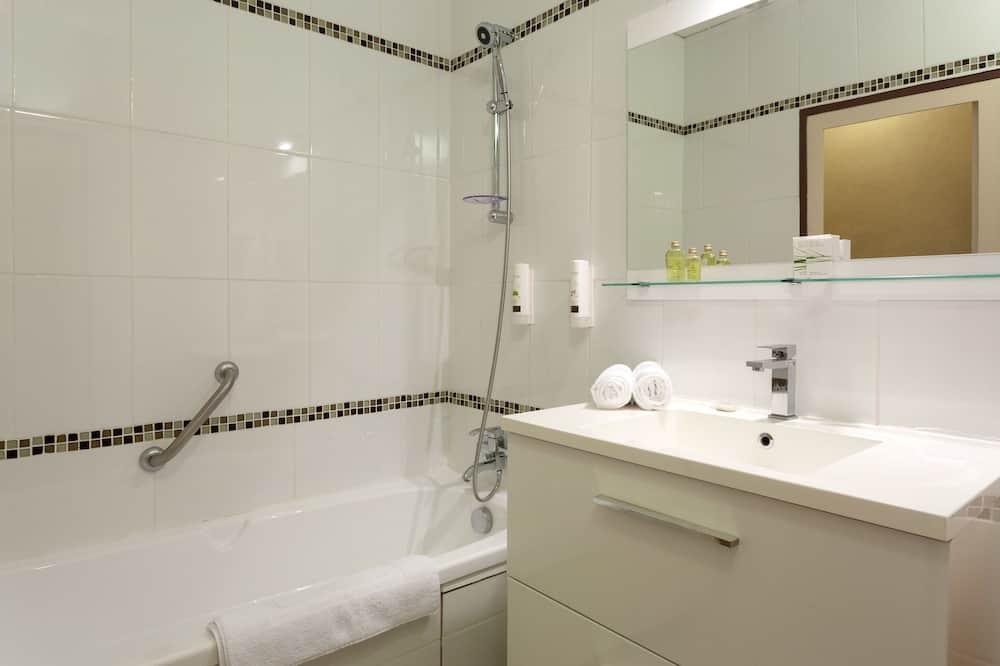 Superior kahetuba, 1 lai voodi, vanniga, vaade aeda - Vannituba
