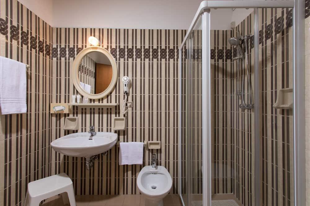 Dreibettzimmer, Balkon - Badezimmer