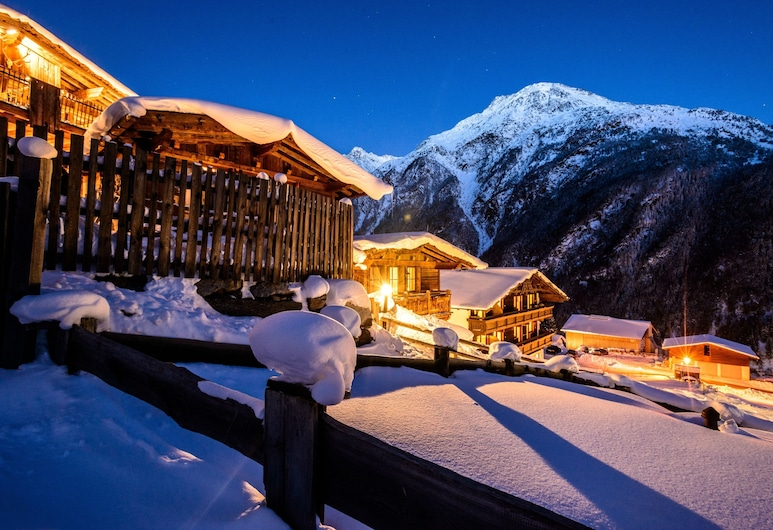 Grünwald Resort, Sölden, Front obiektu – wieczór
