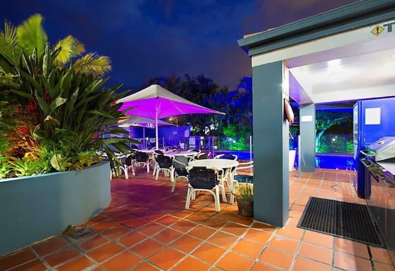 Santana Resort, Surfers Paradise, Overnatningsstedets facade – aften