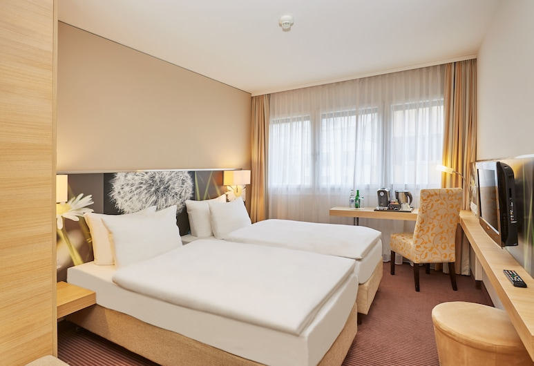 H+ Hotel Zürich, Zürich, Comfort Triple Room, Guest Room