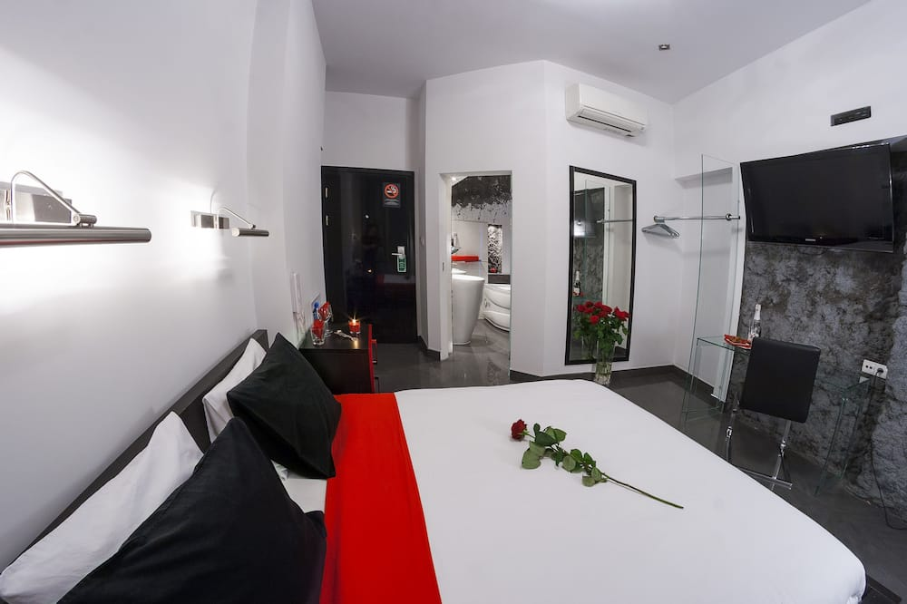 Luxury Room, 1 King Bed, Jetted Tub - Guest Room