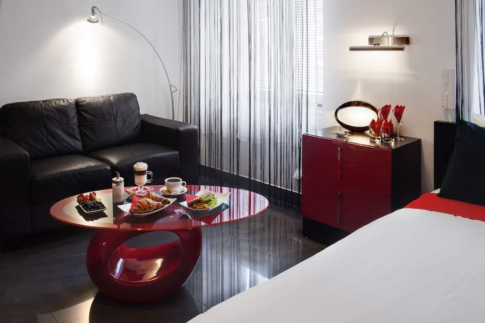 Luxury Room, 1 King Bed, Jetted Tub - Living Area