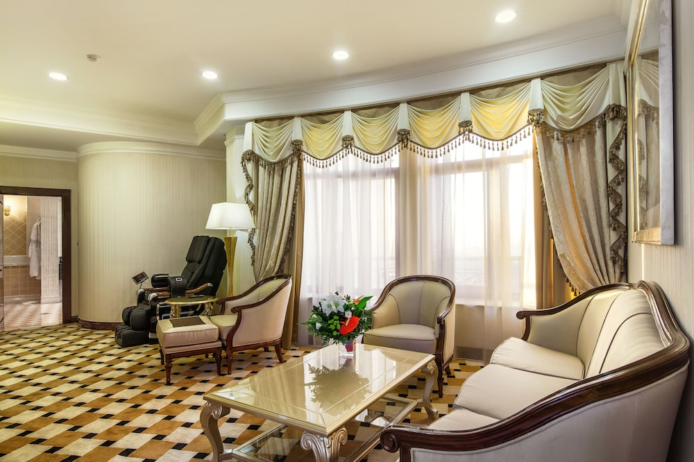 Executive Suite, 2 Bedrooms - Living Area