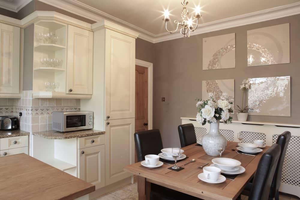 Luxury Apart Daire, 3 Yatak Odası - Odada Yemek Servisi