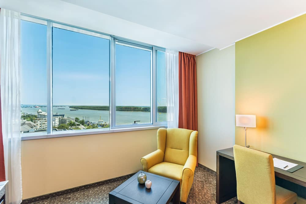 Superior Double Room, River View - Living Area
