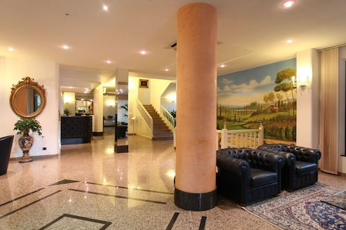 艾格拉维酒店/