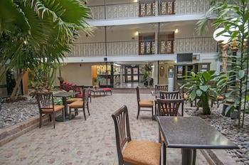 奥克拉荷馬市奧克拉荷馬市機場區總督套房酒店的圖片