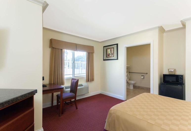 Travelodge by Wyndham Brea, Brea, Standard Room, 1 Katil Ratu (Queen), Smoking, Bilik Tamu