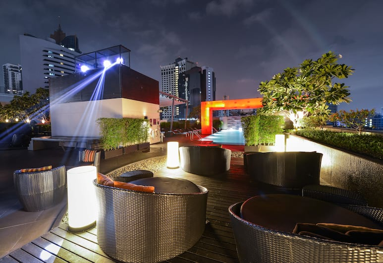Four Points by Sheraton Bangkok, Sukhumvit 15, Bangkok, Poolbar