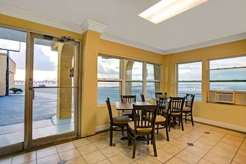 Obrázek hotelu Knights Inn Galveston ve městě Galveston