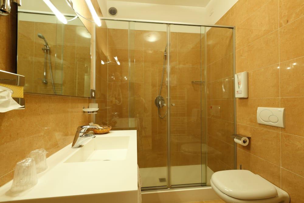 Standard-Doppelzimmer, 1King-Bett - Badezimmer