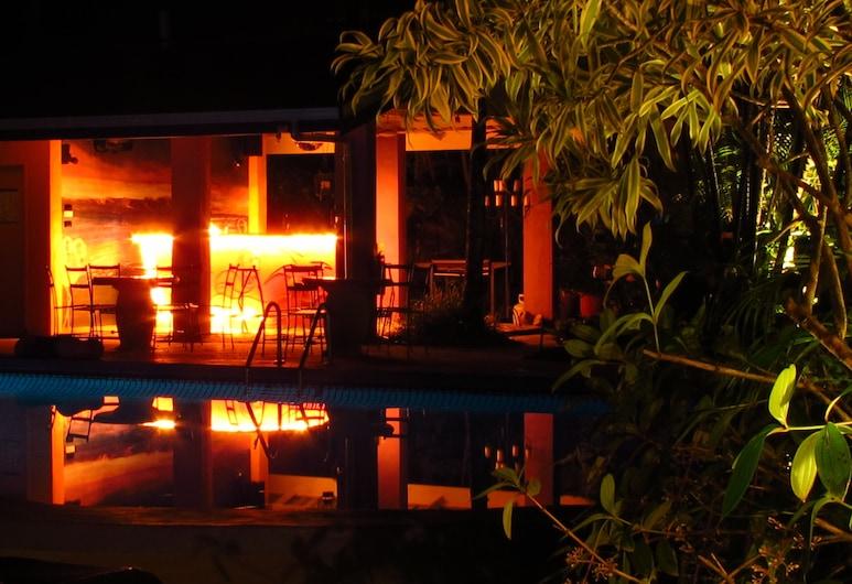 Pink Flamingo Resort, Порт-Дуглас, Бар біля басейну