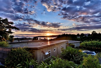 Picture of Taupo Debretts Spa Resort - Caravan Park in Taupo