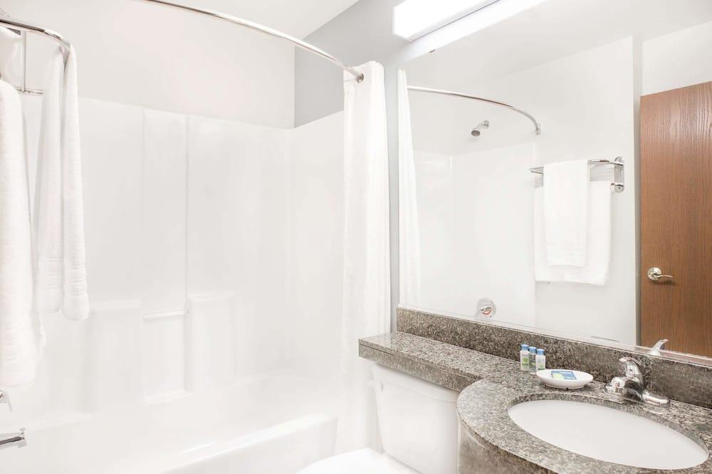Standardzimmer, 2Queen-Betten - Badezimmer