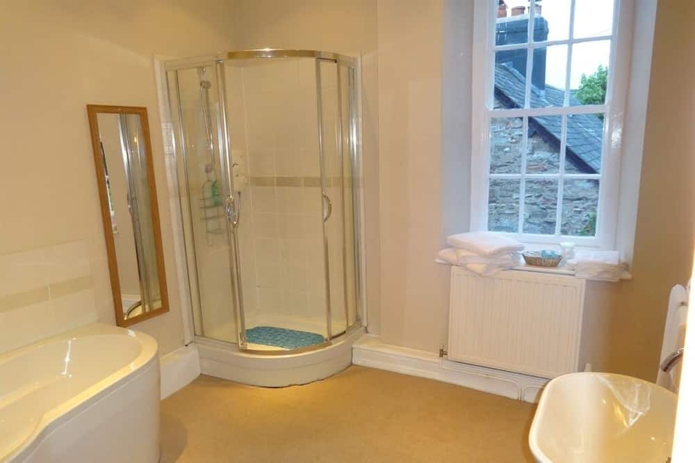 Suite, Ensuite (R1) - Bathroom