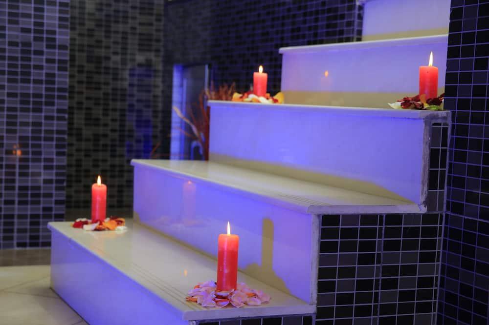 Presidential Suite - Private spa tub