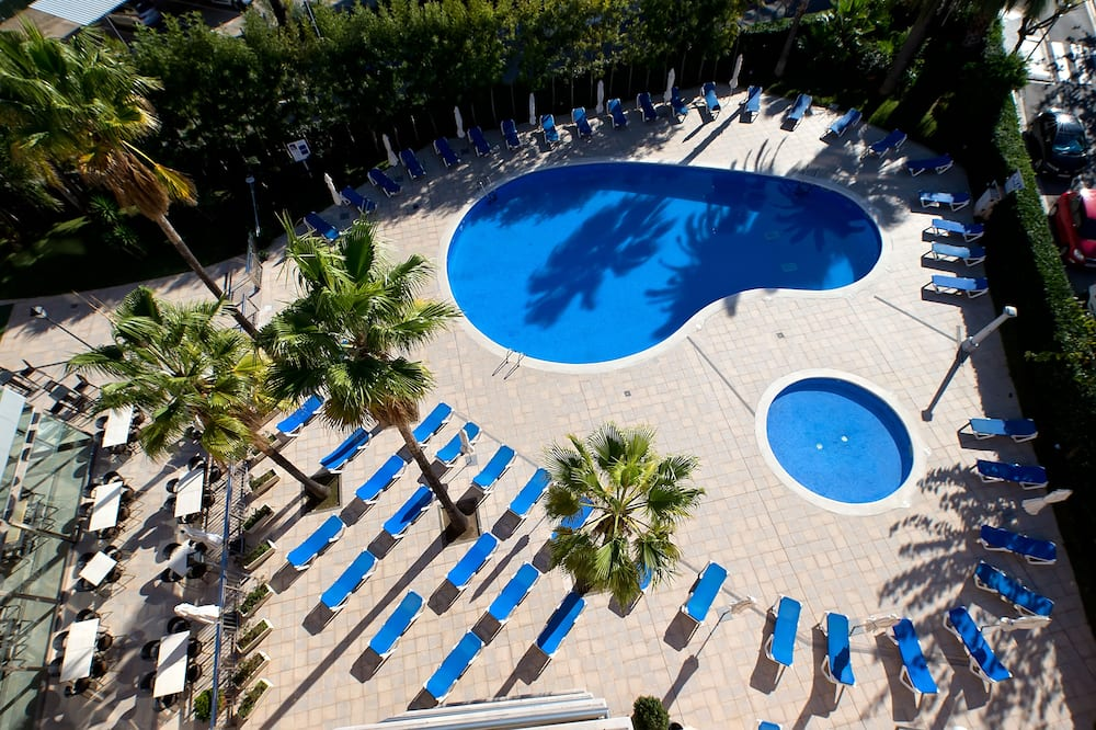 Family Apartment, 2 Bedrooms, Terrace, Pool View - View from room