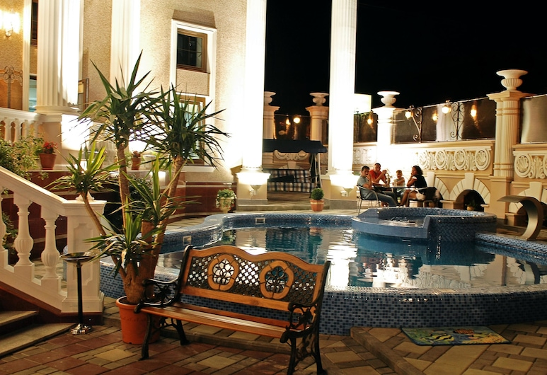 Villa Venezia, Odesa, Lauko baseinas