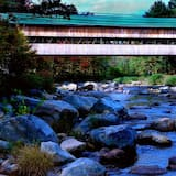 Covered Bridge Riverview Lodge