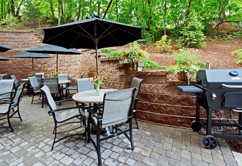 Hampton Inn & Suites Exeter, NH, Exeter, Terrace/Patio
