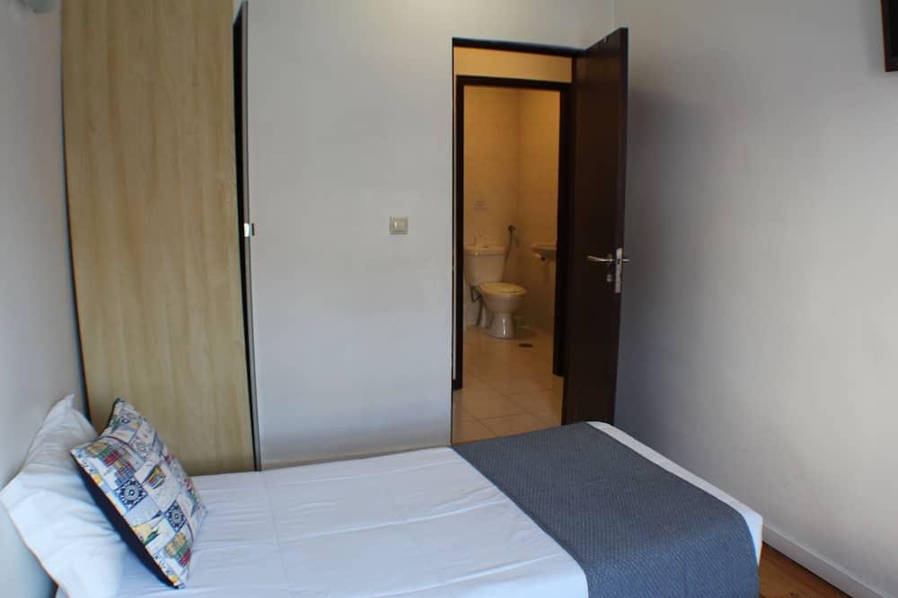 Habitación básica con 2 camas individuales, baño privado (Exterior) - Cuarto de baño