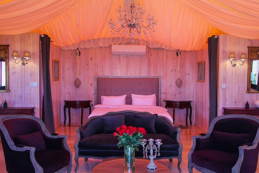 Book DDG Retreat in Casares | Hotels.com