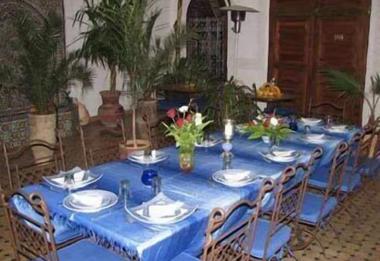 Riad Attarine, Fes, Área para refeição ao ar livre