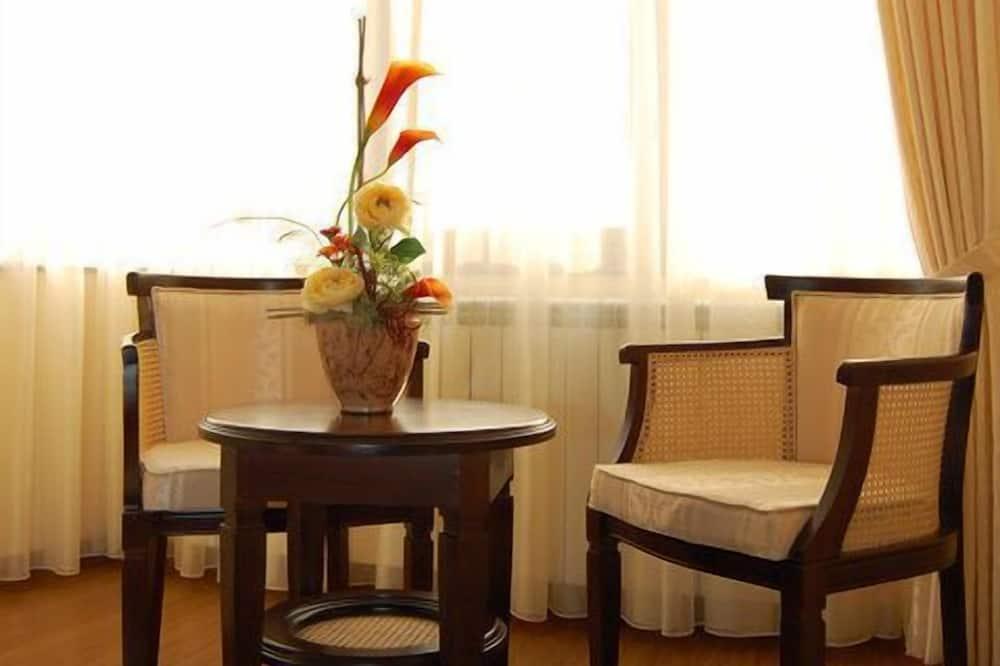 Basic Double Room, 1 Bedroom - Living Room