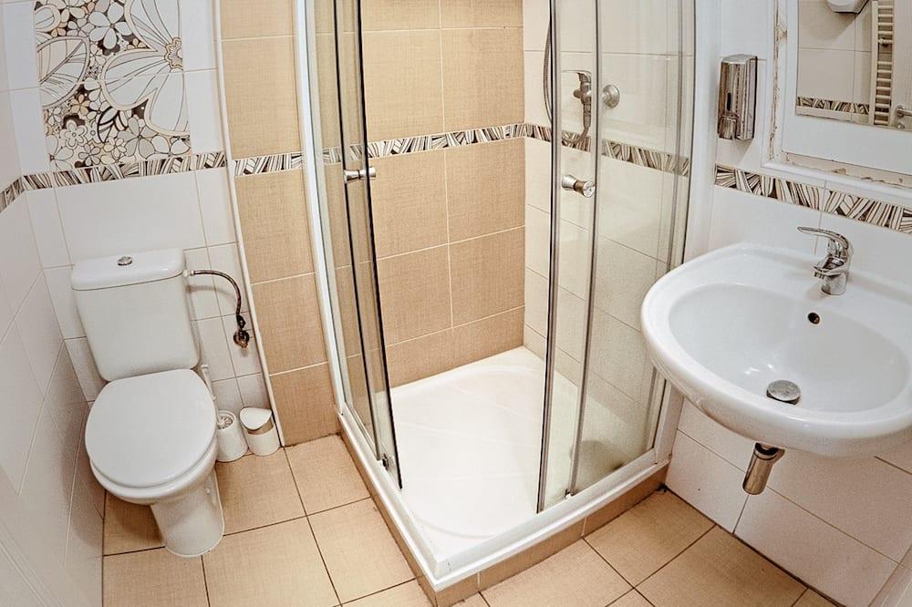 8. Shared Dormitory, Women only (1 Bed in 4-Bedded Dorm) - Badezimmer