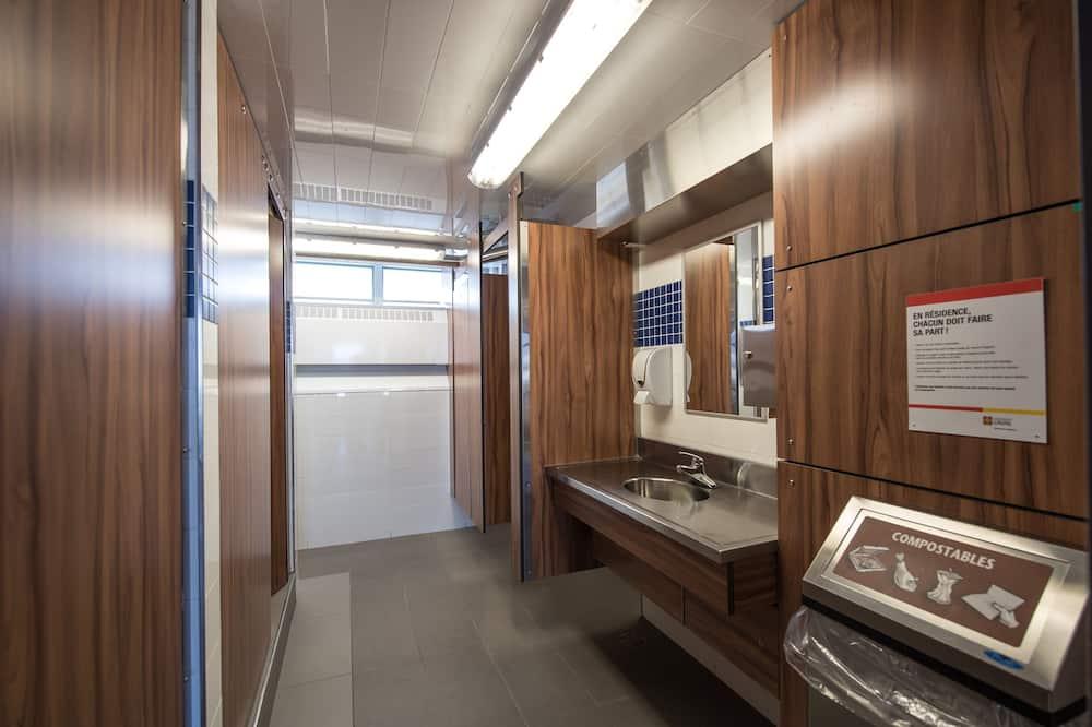 חדר, 2 מיטות יחיד, חדר רחצה משותף - חדר רחצה