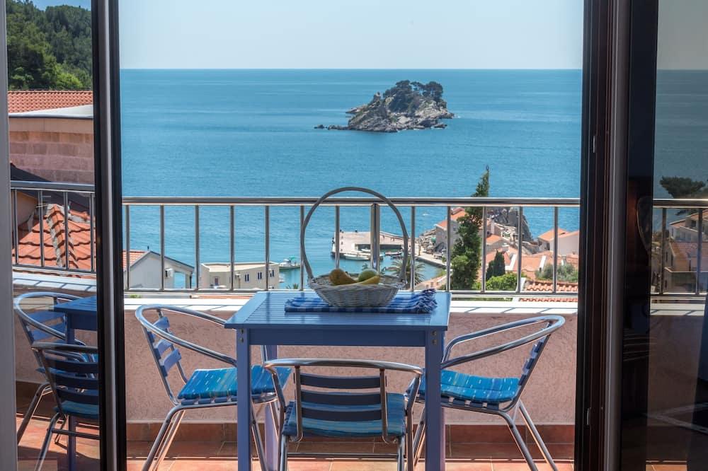 Апартаменты, 2 спальни, балкон, вид на море (for 4 People) - Балкон