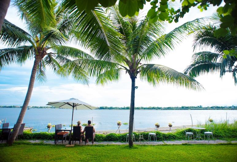 Vinh Hung Riverside Resort & Spa, הוי אן, גינה