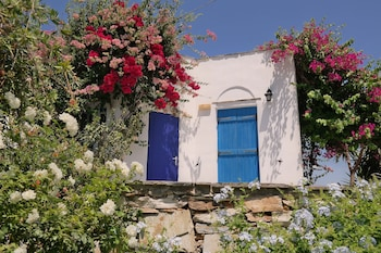 Picture of Sun Rock Boutique Suites in Naxos