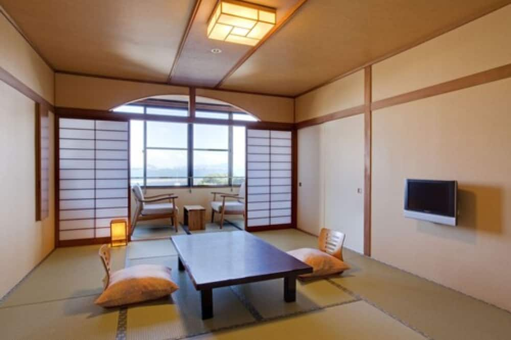 Japanese-Style Room - Living Area
