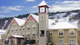 Book this Free wifi Hotel in Calabogie