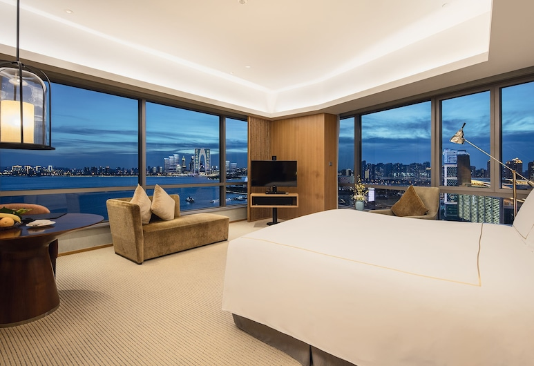InterContinental Suzhou, Suzhou, 1 King Bed Premier Panoramic Room, Guest Room