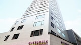 Choose This 4 Star Hotel In Hong Kong