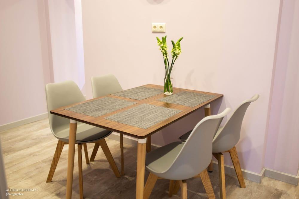 Family Apartment - Tempat Makan dalam Bilik