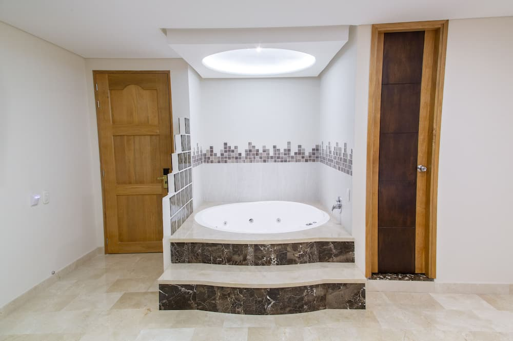 Deluxe Room, Jetted Tub - Private spa tub
