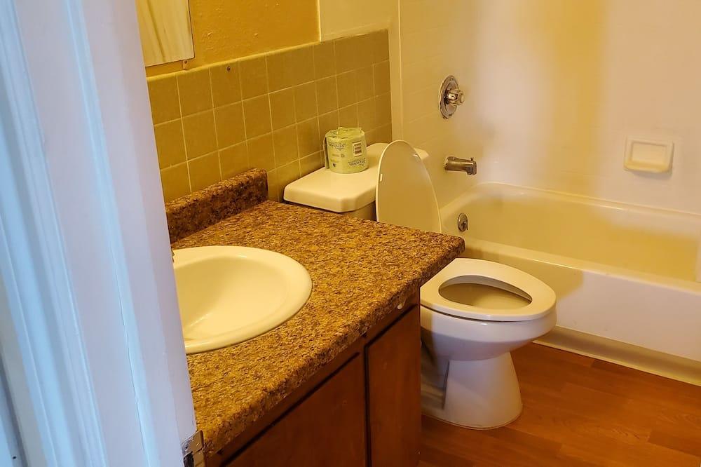 スタンダード ルーム クイーンベッド 1 台 冷蔵庫 & 電子レンジ - バスルーム